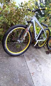 Dirt biciklo