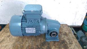 elektro motor reduktor 0.55 kw 54 obrtaja