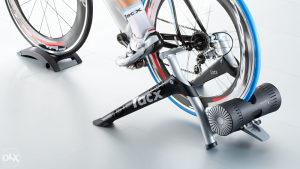 Trenazer za biciklo Tacx Bushido smart T2780