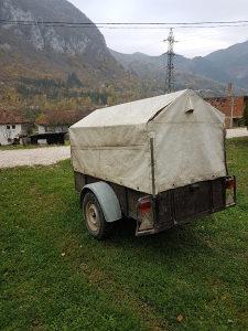 Auto prikolica sa naletnom kocnicom
