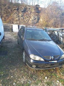 Renault megan u dijelovima