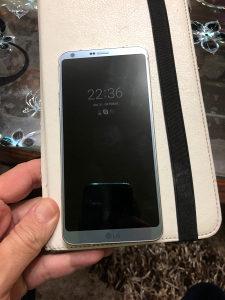 Prodajem mobitel lg g6 platinum