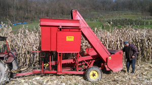 Prodajem berac kukuruza Zmaj 214