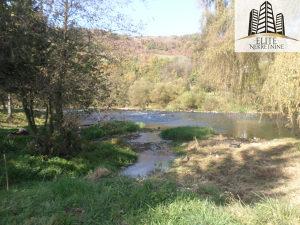 Ilijas , 2 kuce na vecoj parceli uz rijeku, prodaja!