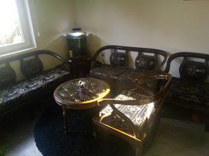 Trosjed dvosjed i dvije stolice garnitura