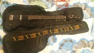 Fender bas gitara