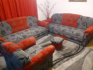 Trosjed 2 komada + fotelja i tabure