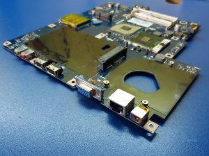 eMachines E725 Matična Ploča Sa Procesorom
