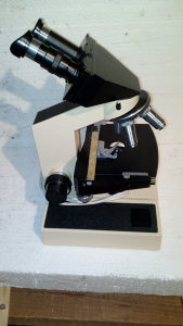 Mikroskop binokularni