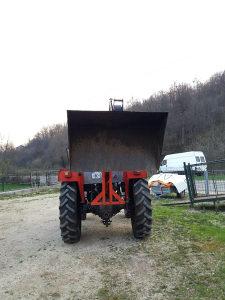 Kasika za traktor