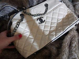Ženska Chanel torba