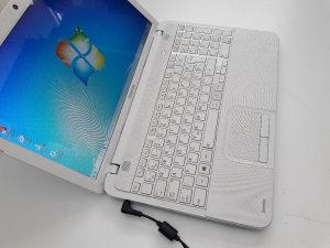 Laptop TOSHIBA, bijeli/4GB/15.6 LED