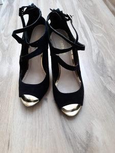 Sandale par puta nosene