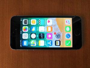 iPhone SE, 16GB, Space Gray, sve otključano, garancija