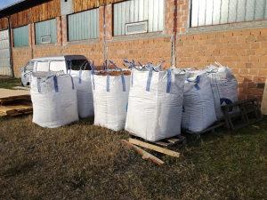 Piljevina hrast 90% dzambo vrece sirova,kubika 20 KM