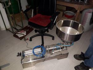 Mašina za punjenje tecnosti do 1kg