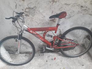 Crveno biciklo