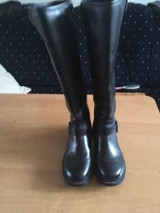 Kožne ženske čizme br.38