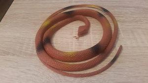Gumena zmija za šegu i prepasti