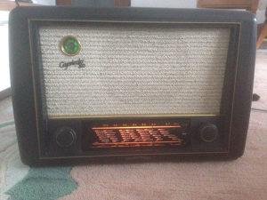 Stari radio lampas