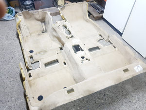 BMW F10 tepih pod